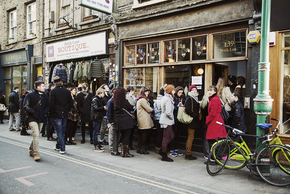 kolejka po płatki śniadaniowe na Shoreditch, Londyn, fot. K. Anglart
